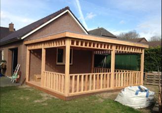 houten-terrasoverkapping-plat-dak afbeelding