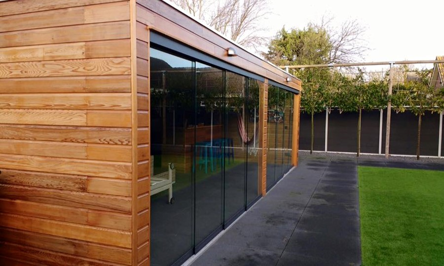 veranda-platdak-red-cedar---glazen-schuifpanelen-nunspeet afbeelding