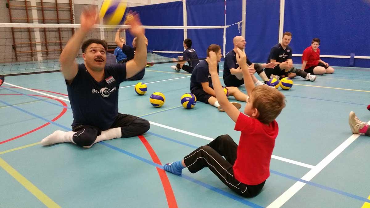 Volleyballen voor mensen met een beperking